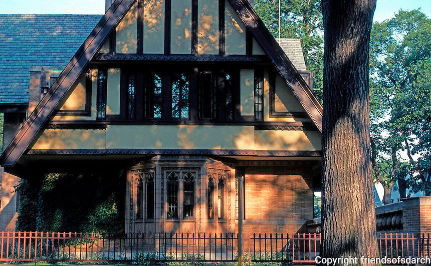 F.L. Wright: Moore House, Oak Park 1895. Side elevation fronting Forest Ave.  Photo '76.