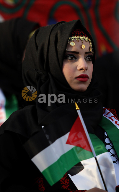 A Palestinian bride takes part in a mass wedding ceremony for 27 couples, supported by Palestinian President Mahmoud Abbas in the West Bank city of Jenin November 24, 2016. Photo by Nedal Eshtayah