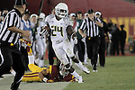 Oregon Ducks running back Kenjon Barner tip-toes down the sideline  against the USC Trojans in the second half..Photo by Jaime Valdez