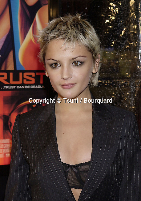 Jan 10, 2001; Los Angeles, CA, USA; <br /> The &quot;Antitrust&quot; 1ere a High Tech Thriller was held at the Bruin Theatre in Westwood Los Angeles. It was the 1st rain of the season.<br /> Leigh.Cook.Rachael.17.jpg