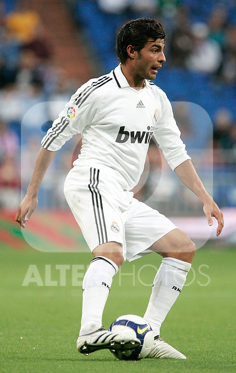 Real Madrid's Miguel Torres during La Liga match. May 24, 2009. (ALTERPHOTOS/Alvaro Hernandez)