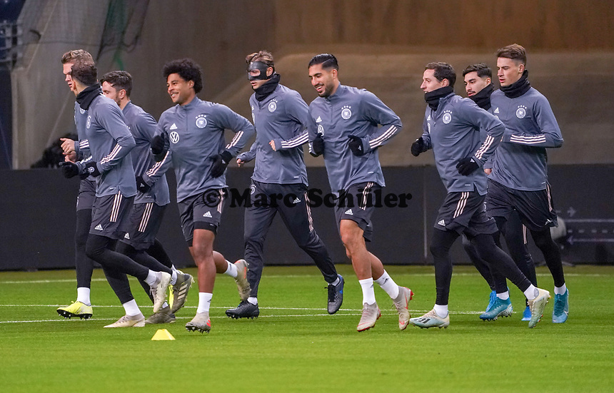Mannschaft beim Warmlaufen - 18.11.2019: Deutschland Abschlusstraining, Commerzbank Arena Frankfurt, EM-Qualifikation DISCLAIMER: DFB regulations prohibit any use of photographs as image sequences and/or quasi-video.
