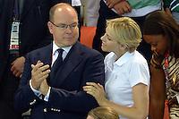 20120729 Olimpiadi Londra 2012 Alberto di Monaco con sua moglie Charlene sugli spalti del nuoto