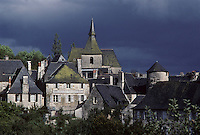 Europe/France/Limousin/19/Corrèze/Turenne :Le village et l'église