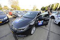 IJSHOCKEY: HEERENVEEN: Uitreiking sponsorauto's bij Opel dealer Siton in Heerenveen aan een selectie van ijshockeyspelers en de coach van de UNIS Flyers, coach Mike Nason met zijn auto, ©foto Martin de Jong