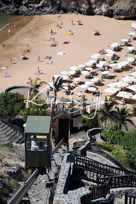 ABAMA GOLF - Hotel Ritz Carlton . naar het straat per monorail  COPYRIGHT KOEN SUYK
