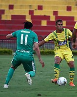 BUCARAMANGA - COLOMBIA, 29-10-2019: César Quintero de Atlético Bucaramanga y Matías Mier de La Equidad disputan el balón, durante partido entre Atlético Bucaramanga y La Equidad, de la fecha 20 por la Liga Águila II 2019, jugado en el estadio Alfonso López de la ciudad de Bucaramanga. / Cesar Quintero of Atletico Bucaramanga and Matias Mier of La Equidad vies for the ball, during a match between Atletico Bucaramanga and La Equidad, of the 20th date for the Aguila Leguaje II 2019 at the Alfonso Lopez Stadium in Bucaramanga city Photo: VizzorImage / Oscar Martínez / Cont.