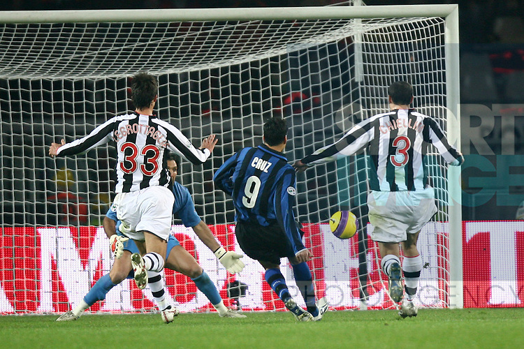 Julio Cruz of Inter scores