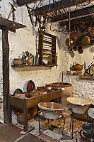 Europe/France/Aquitaine/64/Pyrénées-Atlantiques/Pays-Basque/Isturitz: Musée etnographique Xanxotea - les objets de la cuisine