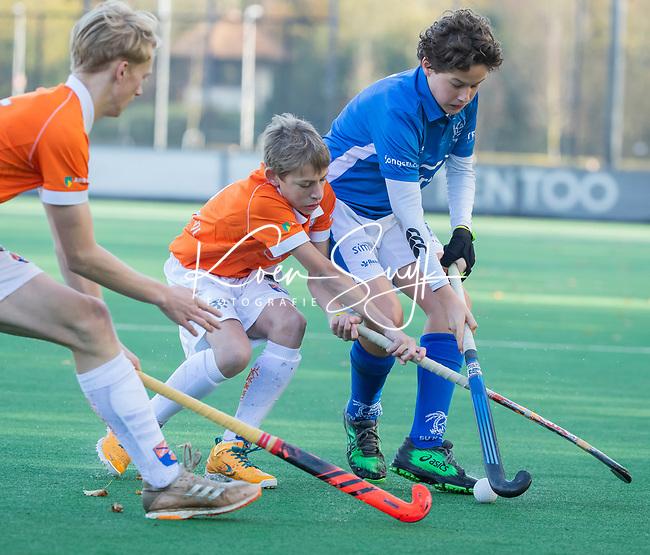 BLOEMENDAAL  - Tobias Bovelander met Gijs Kloosterboer (Kampong)  , competitiewedstrijd junioren  landelijk  Bloemendaal JB1-Kampong JB1 (4-3) . COPYRIGHT KOEN SUYK