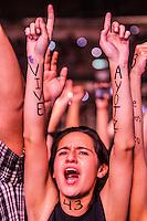 CIUDAD DE MEXICO, D.F. 22 de noviembre.- Asistentes al concierto de Calle 13 piden justicia para Ayotzinapa en el Palacio de los Deportes de la Ciudad de México, 22 de noviembre de 2014.  FOTO: ALEJANDRO MELENDEZ<br /> <br /> CIUDAD DE MEXICO, DF 22 concert goers Calle 13 November.- demand justice for Ayotzinapa in the Palacio de los Deportes in Mexico City, November 22, 2014. PHOTO: ALEJANDRO MELENDEZ