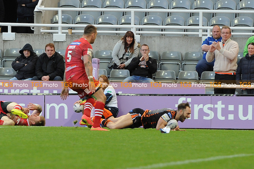 Luke Gale scores a try for Castleford Tigers - Super League Magic Weekend Rugby at St James Park, Newcastle United FC - 31/05/15 - MANDATORY CREDIT: Steven White/TGSPHOTO - Self billing applies where appropriate - contact@tgsphoto.co.uk - NO UNPAID USE