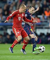 FUSSBALL  CHAMPIONS LEAGUE  HALBFINALE  RUECKSPIEL  2012/2013      FC Barcelona - FC Bayern Muenchen              01.05.2013 Arjen Robben (FC Bayern Muenchen) gegen Andres Iniesta (re, Barca)