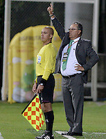 BOGOTÁ -COLOMBIA, 27-04-2014. Nestor Otero técnico de La Equidad gesticula durante partido de ida contra Millonarios por los cuartos de final de la Liga Postobón I 2014 jugado en el estadio de Techo de la ciudad de Bogotá./ La Equidad coach Nestor Otero gestures during first leg match against Millonarios for quarter finals of the Postobon League I 2014 played at Metropolitano de Techo stadium in Bogotá city. Photo: VizzorImage/ Gabriel Aponte / Staff
