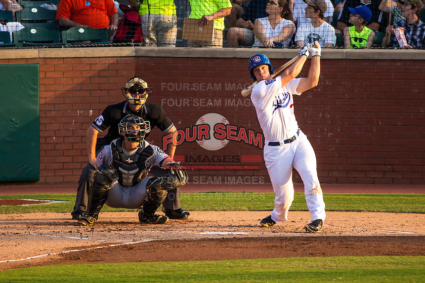 Stuart Turner (30) of the Chattanooga Lookouts bats during a game between the Jackson Generals and Chattanooga Lookouts at AT&T Field on May 8, 2015 in Chattanooga, Tennessee. (Brace Hemmelgarn/Four Seam Images)