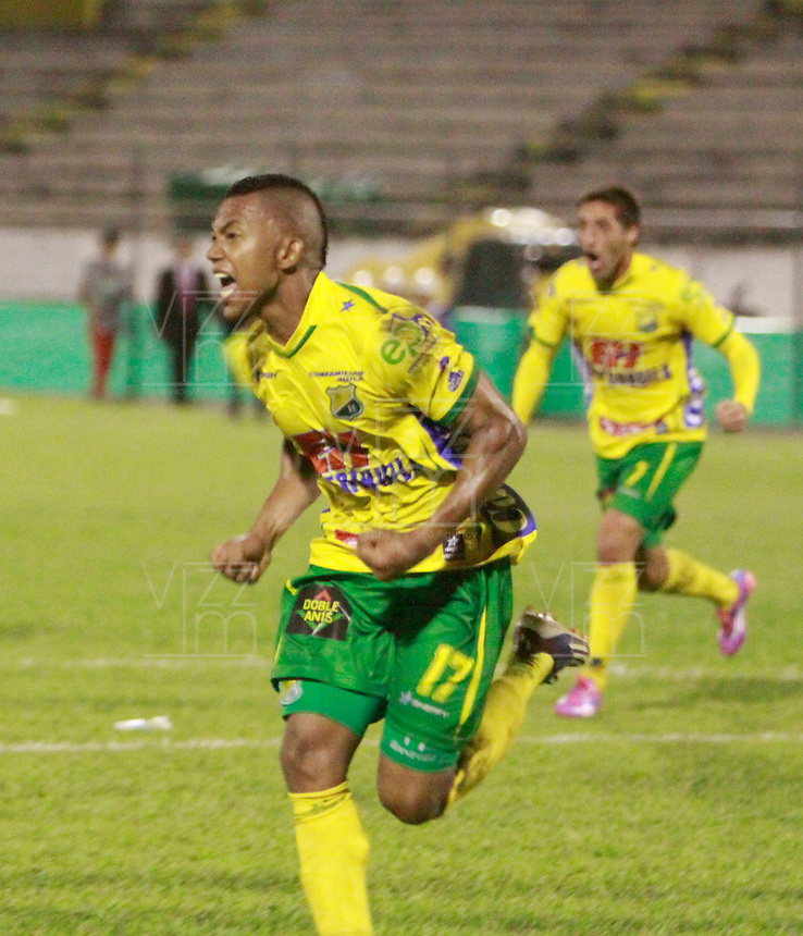 NEIVA - COLOMBIA -07 -02-2015: Carlos Hinestroza, jugador de Atletico Huila, celebra el gol anotado a Jaguares FC,  durante partido entre Atletico Huila y Jaguares FC, por la fecha 2 de la Liga Aguila I-2015, jugado en el estadio Guillermo Plazas Alcid de la ciudad de Neiva. / Carlos Hinestroza, player of Atletico Huila, celebrates a scored goal to Jaguares FC, during a match between Atletico Huila and Jaguares FC for the  date 1 of the Liga Aguila I-2015 at the Guillermo Plazas Alcid Stadium in Neiva city, Photo: VizzorImage / Chello Petro / Str.