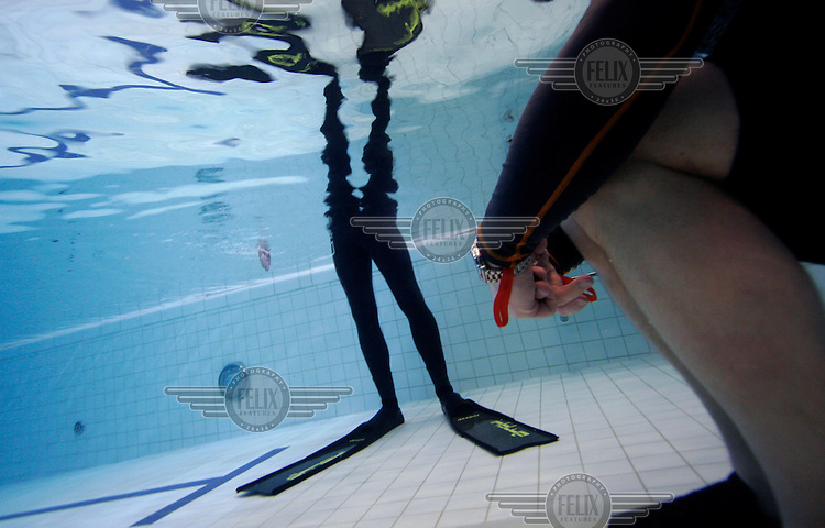 Freediving course in pool.