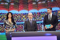 Moderatoren Corina Caragea und Pedro Pinto, sowie UEFA Generalsekretär Giorgio Marchetti - 30.11.2019: UEFA EURO2020 Auslosung, Romexpo Bukarest, DISCLAIMER: UEFA regulations prohibit any use of photographs as image sequences and/or quasi-video.