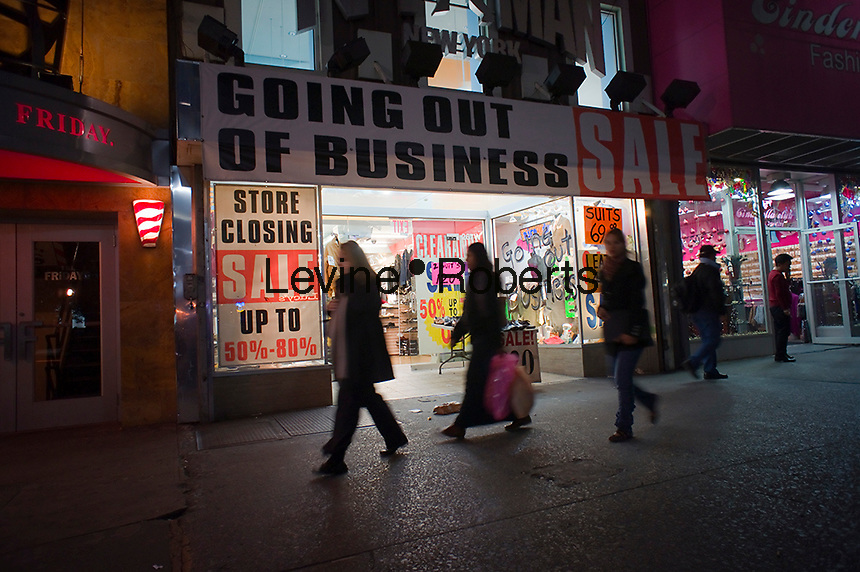 A retailer going out of business in Midtown Manhattan in New York on Wednesday, November 10, 2010. Because of the recession many retailers are closing stores or shuttering altogether causing landlords to have to creatively lease spaces. (© Richard B. Levine)