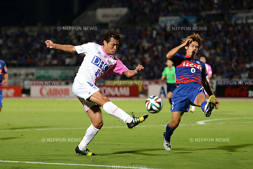 Kota Mizunuma (Sagan), Sho Sasaki (Ventforet),<br /> SEPTEMBER 13, 2014 - Football / Soccer :<br /> 2014 J.League Division 1 match between Ventforet Kofu 1-0 Sagan Tosu at Yamanashi Chuo Bank Stadium in Yamanashi, Japan. (Photo by AFLO)
