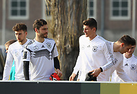 Jonas Hector (Deutschland Germany), Mario Gomez (Deutschland Germany) - 25.03.2018: Training der Deutschen Nationalmannschaft, Olympiastadion Berlin