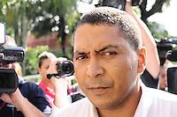 GUARULHOS , SP, 11 MARÇO 2013 - Adao Irmao de  MIzael Bispo, na chegada ao Forum de Guarulhos para o primeiro dia de julgamento, nesta segunda-feira,11.(FOTO: ADRIANO LIMA / BRAZIL PHOTO PRESS).