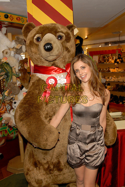SARAH MICHELLE GELLAR.Opens the Harrods Summer Sale, Harrods, Knightsbridge, London, England, July 2nd 2007..half length giant teddy bear toy brown bronze strapless playsuit.CAP/FIN.©Steve Finn/Capital Pictures.