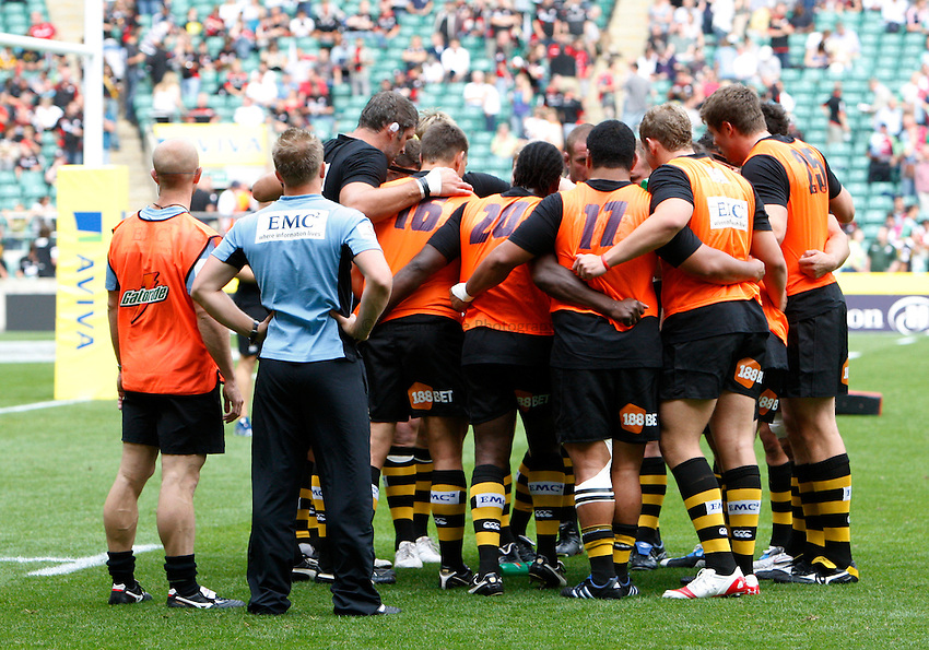 Photo: Richard Lane/Richard Lane Photography. London Wasps v Harlequins. Aviva Premiership. 04/09/2010. Wasps huddle.