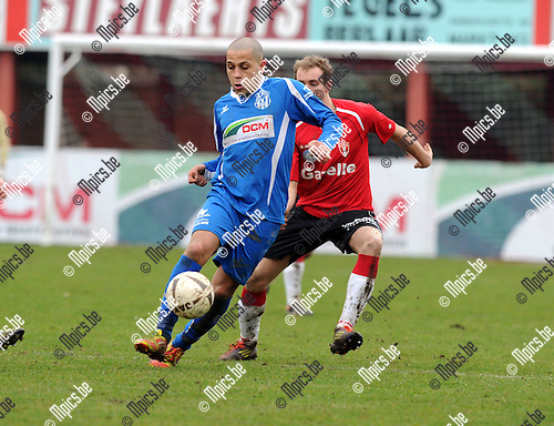 2013-03-10 / Voetbal / seizoen 2012-2013 / Lyra - Katelijne / Maroc (Katelijne) met Van Hove..Foto: Mpics.be