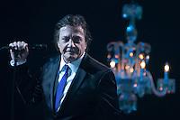 """SAO PAULO, SP, 1 DE SETEMBRO DE 2012 - SHOW FABIO JUNIOR: O cantor Fabio Junior durante show para gravação do DVD """"Íntimo"""", na noite deste sabado (01) no Credicard Hall em São Paulo. FOTO: LEVI BIANCO - BRAZIL PHOTO PRESS"""