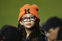 LENTES.<br /> Ni&ntilde;a  aficionada con su borro naranja H para el fr&iacute;o naranjeros, durante el juego de beisbol de segunda vuelta de la Liga Mexicana del Pacifico. Segundo partido entre Charros de Jalisco vs Naranjeros de Hermosillo. 16 Diciembre 2017.<br /> (Foto: Luis Gutierrez /NortePhoto.com)