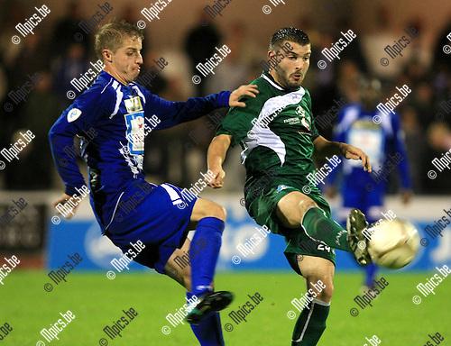 2010-09-25 / Voetbal / seizoen 2010-2011 / KV Turnhout - Boussu Dour / Maxim Geurden (L, Turnhout) met Delplace..Foto: Mpics