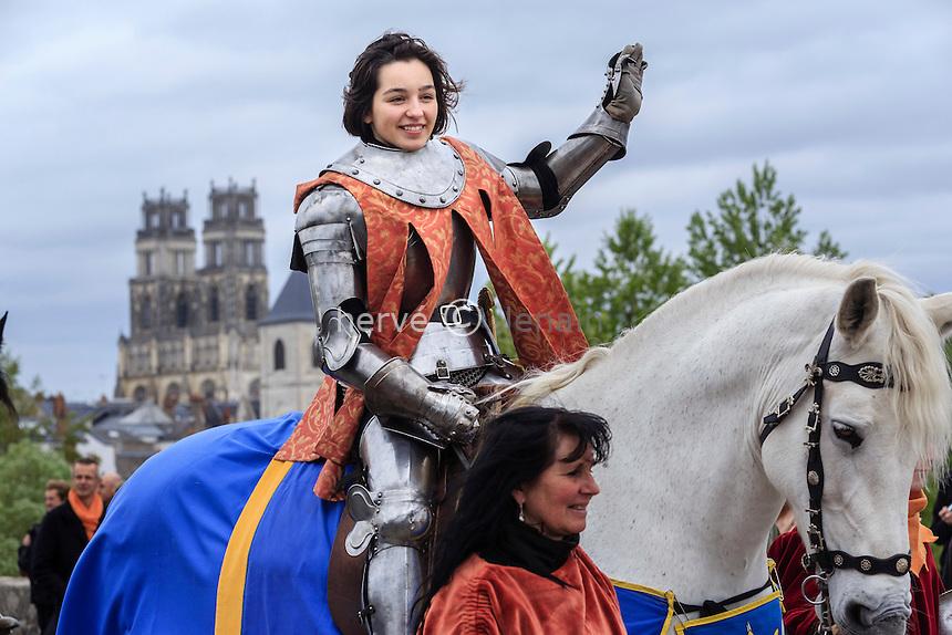 France, Loiret (45), Orléans, représentation de Jeanne d'Arc durant les fêtes de Jeanne d'Arc // France, Loiret, Orleans, Joan of Arc celebrations, girl representing Joan of Arc
