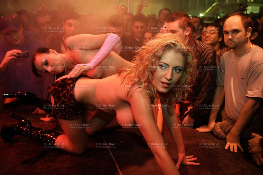Man a woman live sex shows