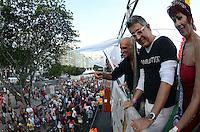 RIO DE JANEIRO RJ, 13.10.2013 - Parada gay carioca realizada na praia de Copa Cabana  na cidade do Rio de Janeiro , neste domingo, 13. (FOTO: ALAN MORICI / BRAZIL PHOTO PRESS)