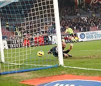NAPOLI 17/11/2012 - CAMPIONATO SERIE A 2012/2013 .INCONTRO NAPOLI - MILAN.NELLA FOTO     GOL  GOKHAN INLER.FOTO CIRO DE LUCA