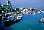 Barcos de pesca na cidade de Sidon. Líbano. 1982. Foto de Juca Martins.