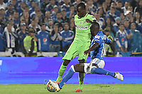 BOGOTA - COLOMBIA -27 -11-2016: Deiver Machado (Der) jugador de Millonarios disputa el balón con Rodin Quiñonez (Izq) jugador de Atlético Nacional durante partido de ida por los cuartos de final de la Liga Aguila II 2016 jugado en el estadio Nemesio Camacho El Campin de la ciudad de Bogota./ Deiver Machado (R) player of Millonarios fights for the ball with Rodin Quiñonez (L) player of Atletico Nacional during first leg match for the final quarters of the Liga Aguila II 2016 played at the Nemesio Camacho El Campin Stadium in Bogota city. Photo: VizzorImage / Gabriel Aponte / Staff.