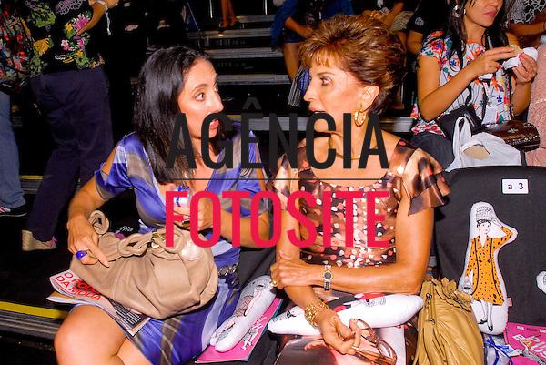São Paulo, Brasil – 19/01/2010 - Magnolia Costa e Milu Vilela no desfile de Ronaldo Fraga durante o São Paulo Fashion Week  -  Inverno 2010. Foto : Mathias Coaracy / Ag. Fotosite