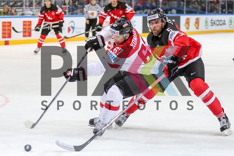 Oestereichs Komarek, Konstantin (Nr.67) erobert den Puck gegen Canadas Muzzin, Jake (Nr.6) und sucht den Abschluss im Spiel IIHF WC15 Kanada vs. Oestereich.<br /> <br /> Foto &copy; P-I-X.org *** Foto ist honorarpflichtig! *** Auf Anfrage in hoeherer Qualitaet/Aufloesung. Belegexemplar erbeten. Veroeffentlichung ausschliesslich fuer journalistisch-publizistische Zwecke. For editorial use only.
