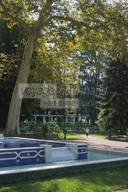 Europe/France/Rhône-Alpes/73/Savoie/Aix-les-Bains: Le parc floral des Thermes est composé d'arbres séculaires et rares, d'un théâtre de verdure de trois mille places accueillant des concerts en plein air surtout en période estivale. La Fontaine marocaine