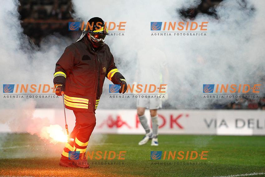 """Un vigile del fuoco rimuove un fumogeno.A fireman remove a rocket from the field.Roma 12/12/2011 Stadio """"Olimpico"""".Football Calcio 2011/2012 Serie A.Roma Vs Juventus 1-1.Foto Insidefoto Andrea Staccioli"""