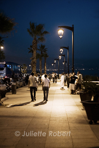 Evening on the Corniche in Beirut<br /> <br /> Le soir sur la Corniche &agrave; Beyrouth.