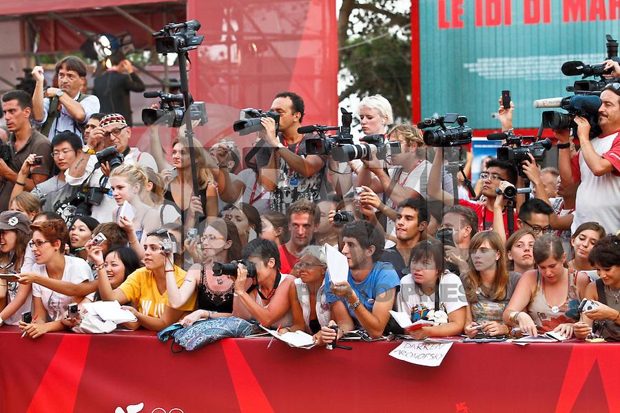 VENEZA, ITALIA, 31 DE AGOSTO 2011 - 68 FESTIVAL DE CINEMA EM VENEZA - Publico durante o Red Carpet no 68 Festival Internacional de Cinema em Veneza na Italia. FOTO: VANESSA CARVALHO - NEWS FREE.