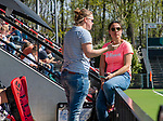 AMSTELVEEN -  coach Tina Bachmann (OR) met assistent coach Kiki de Ruiter (OR)  tijdens de hoofdklasse competitiewedstrijd hockey dames,  Amsterdam-Oranje Rood (5-2). COPYRIGHT KOEN SUYK