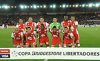 BOGOTÁ-COLOMBIA-20-05-2015. Los jugadores de Independiente Santa Fe posan para una foto durante partido de ida entre Independiente Santa Fe de Colombia y Internacional de Porto Alegre, Brasil, por cuartos de final de la Copa Bridgestone Libertadores 2015 jugado en el estadio Nemesio Camacho El Campin de la ciudad de Bogota. / The players of Santa Fe pose for a photo prior the first leg match between Independiente Santa Fe of Colombia and Internacional of Porto Alegre, Brazil, for the final quarters of the Copa Bridgestone Libertadores 2015 played at Nemesio Camacho El Campin stadium in Bogota city.  Photo: VizzorImage/ Gabriel Aponte /Staff