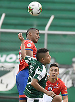PALMIRA - COLOMBIA, 01-09-2019: Feiver Mercado del Cali disputa el balón con Carlos Henao de Pasto durante partido entre Deportivo Cali y Deportivo Pasto por la fecha 9 de la Liga Águila II 2019 jugado en el estadio Deportivo Cali de la ciudad de Palmira. / Feiver Mercado of Cali vies for the ball with Carlos Henao of Pasto during match between Deportivo Cali and Deportivo Pasto for the date 9 as part Aguila League II 2019 played at Deportivo Cali stadium in Palmira city. Photo: VizzorImage / Gabriel Aponte / Staff