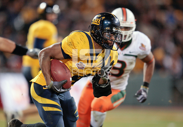 Jahvid Best runs with the ball, .2008 Emerald Bowl, San Francisco, Calif., Saturday, Dec. 27, 2008. University of California 24, University of Miami, 17.