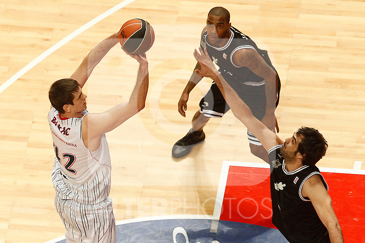 Caja Laboral's Mirza Teletovic (l) and Bizkaia Bilbao Basket's Eduardo Hernandez-Sonseca during Spanish Basketball King's Cup match.February 11,2011. (ALTERPHOTOS/Acero)