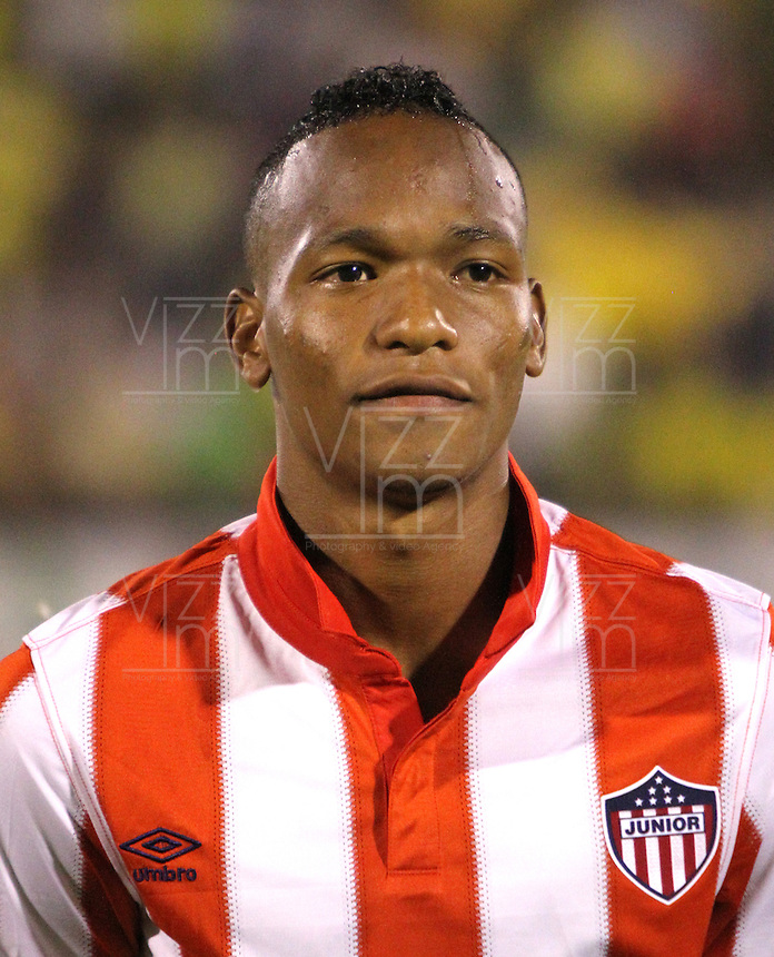 NEIVA -COLOMBIA-25-01-2014. Luis Quiñones jugador del Atletico Junior antes de su encuentro contra el Atletico Huila   durante partido por la fecha 1 de la Liga Postobón I 2014 jugado en el estadio Guillermo Plazas Alcid   de la ciudad de Neiva./ Luis Quiñones  player  of Atletico Junior  before  game between Atletico Huila and  Atletico Junior during match  1 League Postobón 2014 I played in Guillermp Plazas Alcid  Stadium city of Neiva. Photo: VizzorImage / Felipe Caicedo / Staff